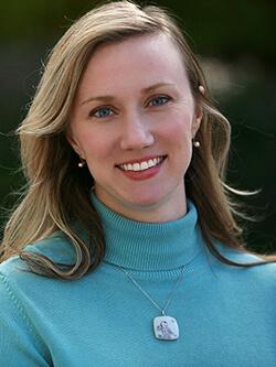 Headshot of Anna McDermott